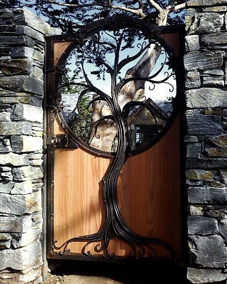 Incredible metal tree art gate