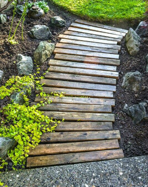 simple stripes of wood make a short path