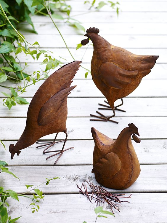 Rustic Chicken ornaments to decorate your garden